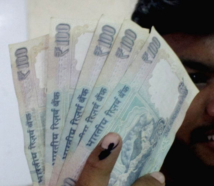 Political uncertainty, global cues weaken rupee to record closing low