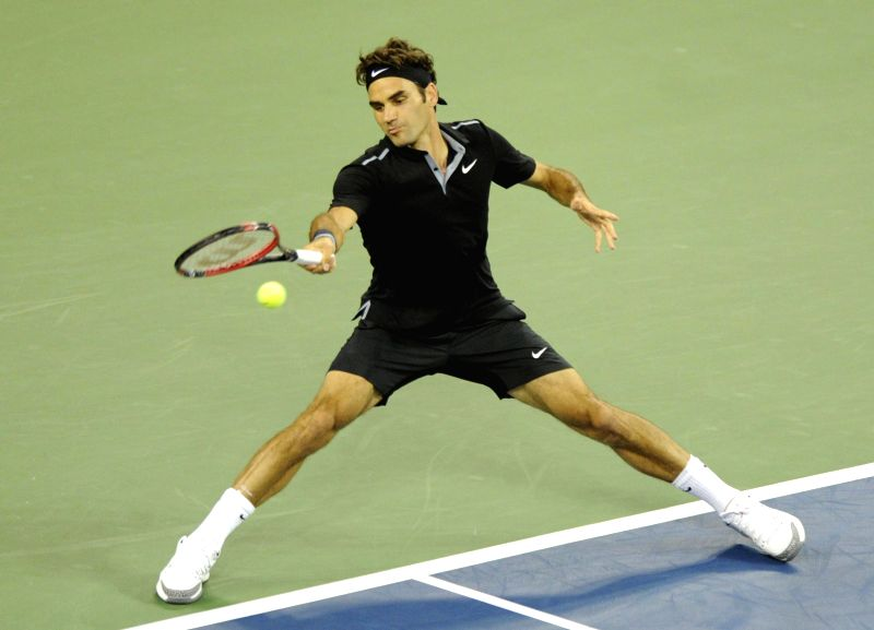 Roger Federer of Switzerland returns the ball during the men's singles 1st round match against Marinko Matosevic of Australia at the U.S. Open tennis ..