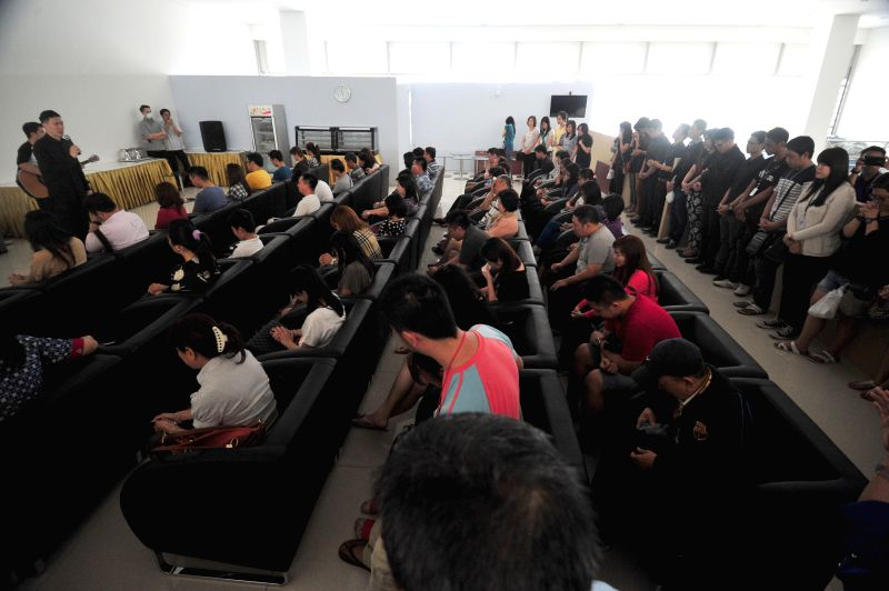 Relatives of people on Indonesia AirAsia's flight QZ8501 pray together at Juanda International Airport in Surabaya, Indonesia, Dec. 31, 2014. Indonesian