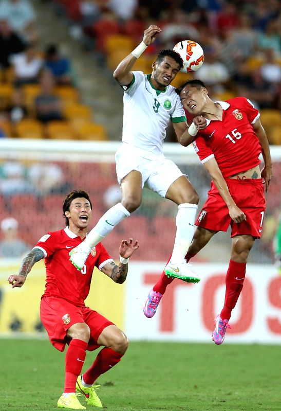 Wu Xi (R) of China vies with Naif Hazazi of Saudi Arabia during a Group B match at the AFC Asian Cup in Brisbane, Australia, Jan. 10, 2015. China won ..
