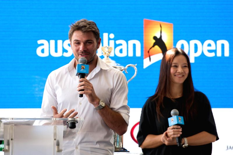 Swiss tennis player Stan Wawrinka (L) and former Chinese tennis player Li Na (R) attend the official draw ceremony of 2015 Australian Open tennis ...