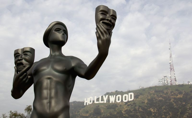 The Screen Actors Guild statue is seen in front of the Hollywood sign in Los Angeles, the United States, Jan. 20, 2015. The SAG awards will be ... - Guild