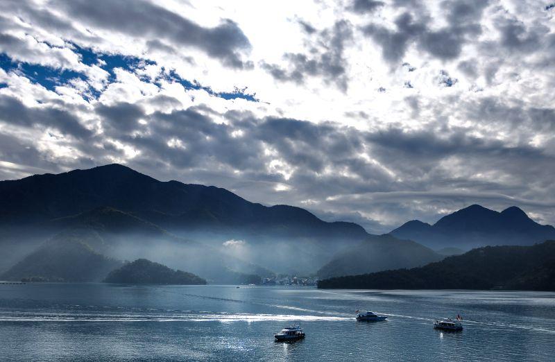 Photo taken on Jan. 21, 2015 shows the morning scenery of Riyue Tan, or the Sun Moon Lake, in Nantou County, southeast China's Taiwan. The Sun Moon Lake,