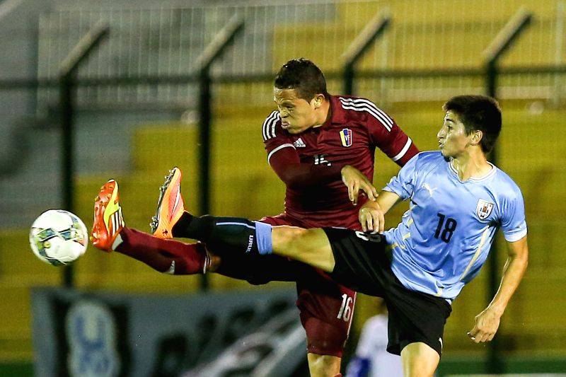 Uruguay's Franco Pizzichilo (R) vies with Venezuela's Luis Jimenez during a South American U-20 football match between Uruguay and Venezuela in ...