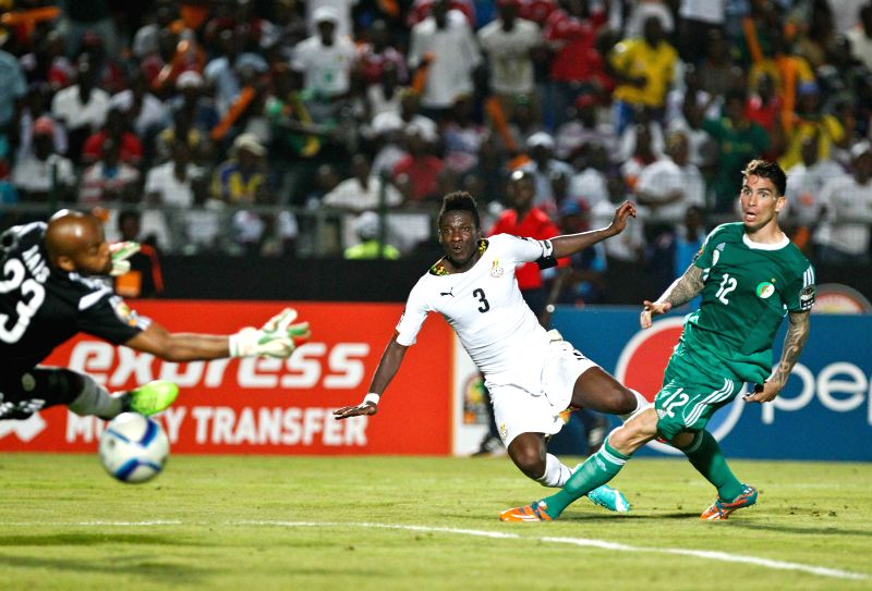 Asamoah Gyan (C) of Ghana shoots to score during the group match of Africa Cup of Nations against Algeria in Mongomo, Equatorial Guinea, Jan. 23, 2015. .