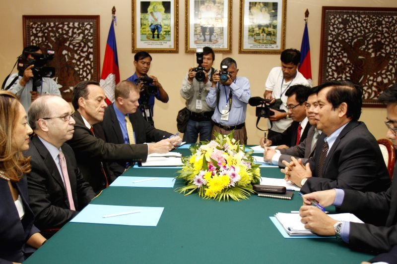 Cambodian Foreign Ministry Secretary of State Ouch Borith (2nd R) meets with Daniel Russel (2nd L), Assistant to the U.S. Secretary of State for the .