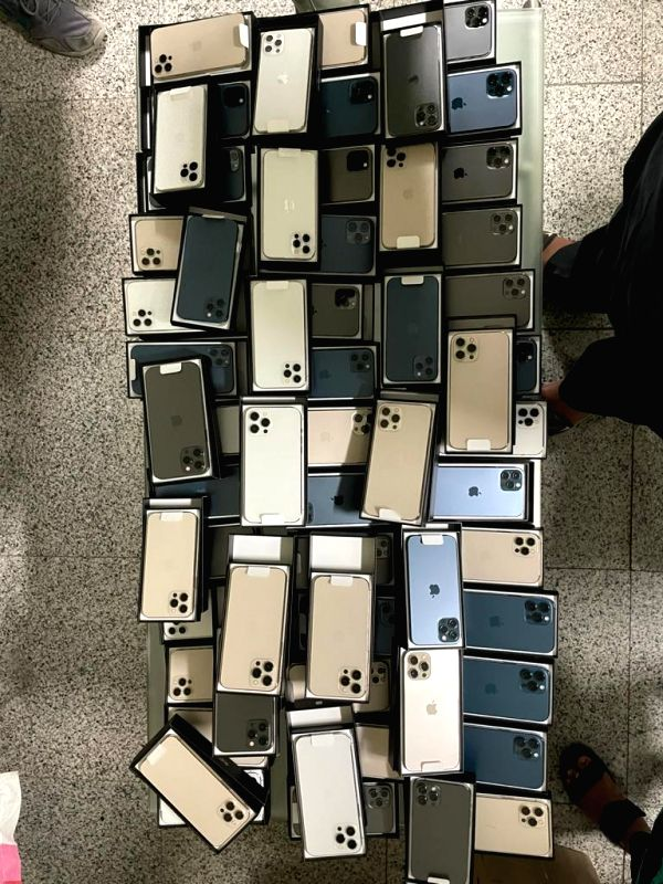 80 iphones worth over Rs.1 crore seized at Hyderabad Airport
