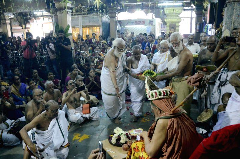 81st birthday celebration of Sankaracharya of Kanchi, Sri Jayendra Saraswathi underway in Mumbai on Nov 19, 2015.