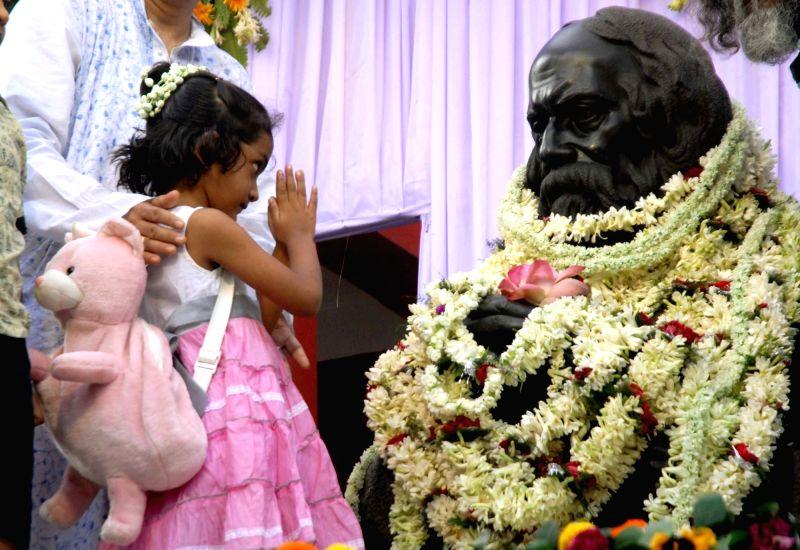 A child pays tribute to Rabindranath Tagore on his birth anniversary at Jorasanko Thakur Bari in Kolkata, on May 8, 2016.
