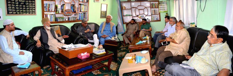 A Congress party delegation led by Mani Shankar Aiyar calls on Hardline Hurriyat Conference Chairman Syed Ali Shah Geelani in Srinagar on May 25, 2017. The delegation includes O.P. Shah, ... - P. Shah