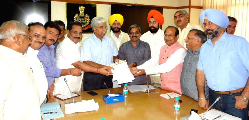 A delegation led by BJP Delhi President Satish Upadhyay meets Delhi Police Commissioner B.S. Bassi regarding policing problems of the city in New Delhi on Aug 27, 2014. - Satish Upadhyay