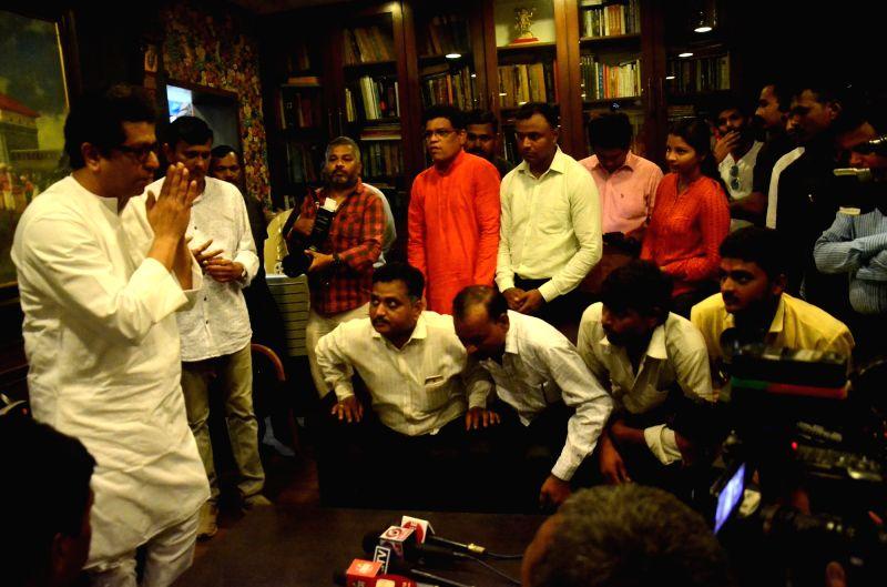 A delegation of farmers and hawkers from Osmanabad meet Maharashtra Navnirman Sena (MNS) chief Raj Thackeray in Mumbai on April 14, 2018.
