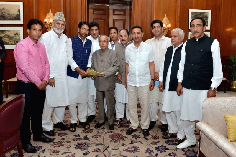 A delegation of National Conference and Congress call on President Pranab Mukherjee in New Delhi, on April 19, 2017. - Pranab Mukherjee