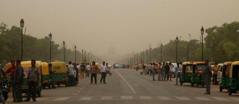 A dust storm hits New Delhi on May 4, 2016.