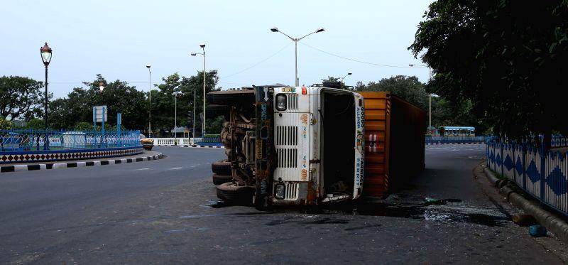 A loaded truck that rolled-over near Raj Bhavan in Kolkata on Aug 24, 2014.