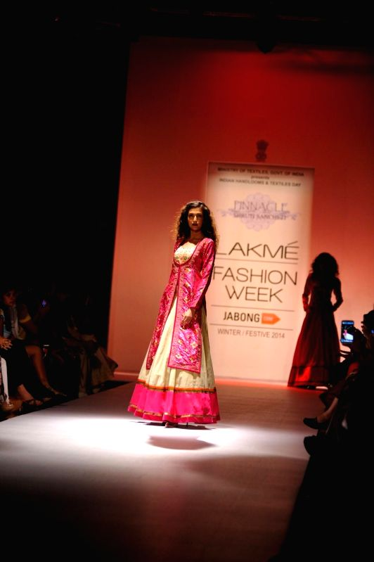 A model displays the creation of fashion designer Shruti Sancheti during the Lakme Fashion Week (LFW) Winter/ Festive 2014 in Mumbai, on Aug. 21, 2014.