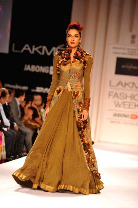A model displays the creation of fashion designer Divya Sheth during the Lakme Fashion Week (LFW) Winter/ Festive 2014 in Mumbai, on Aug. 21, 2014.
