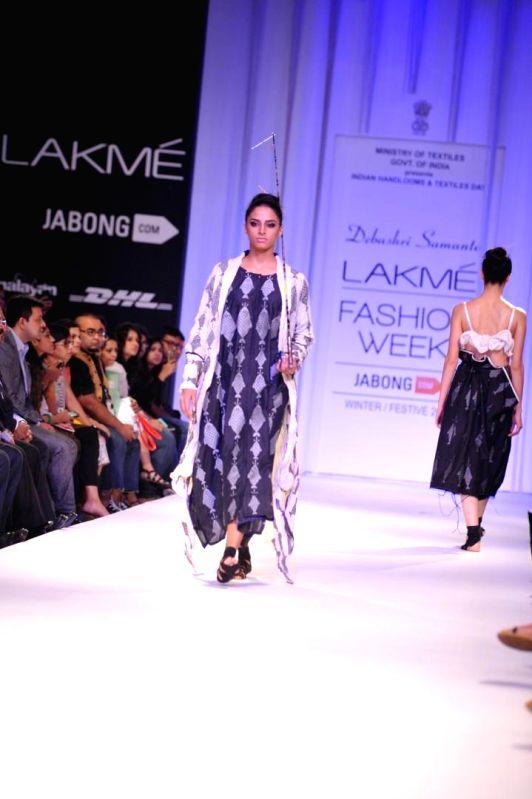 A model displays the creation of fashion designer Debashri Samanta during the Lakme Fashion Week (LFW) Winter/ Festive 2014 in Mumbai, on Aug. 21, 2014.