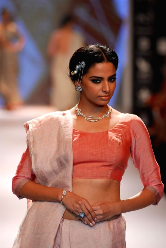 A model displays the creations of Ganjam Jewellers during the India International Jewellery Week (IIJW) in Mumbai, on July 15, 2014.