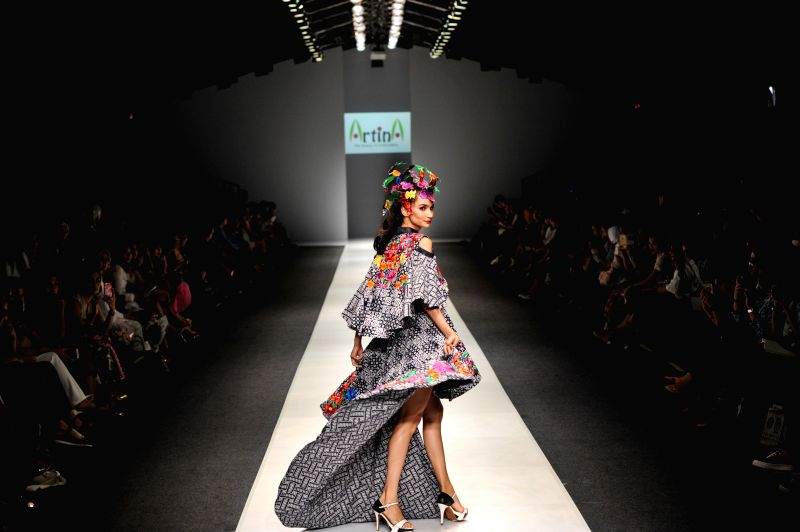 A model presents a creation by Indonesian designer Artina on the Jakarta Fashion Week 2016 in Jakarta, Indonesia, Oct. 28, 2015.