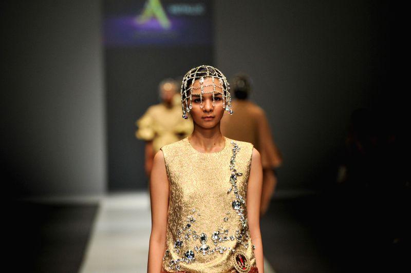 A model presents a creation by Indonesian designer Didi Budiardjo on the Jakarta Fashion Week 2016 in Jakarta, Indonesia, Oct. 28, 2015.