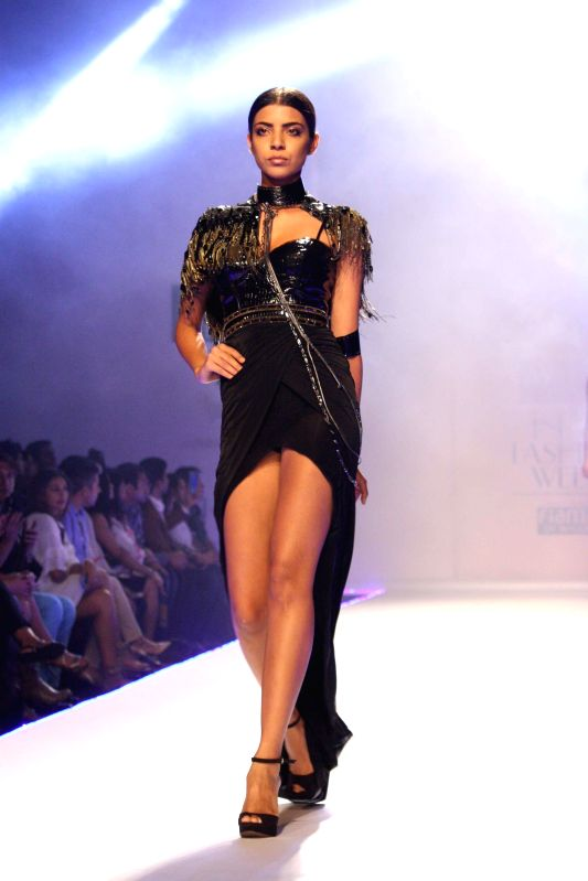 Wills Lifestyle India Fashion Week Autumn Winter 39 14 Raakesh Agarvwal