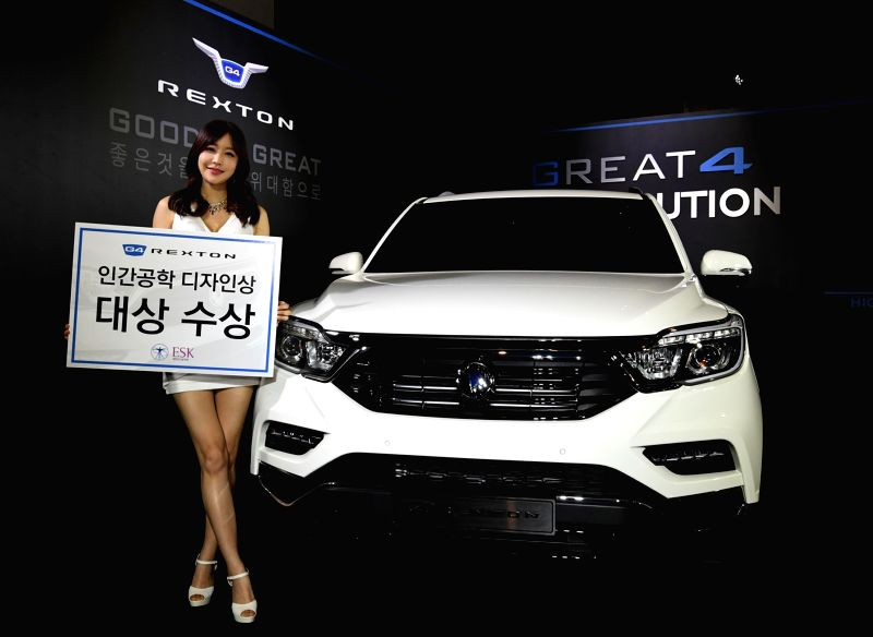 A model shows off Ssangyong Motor Co.'s G4 Rexton sport utility vehicle, which received the best ergonomic design award from Ergonomic of Korea on April 28, 2017. (Photo courtesy of Ssangyong)