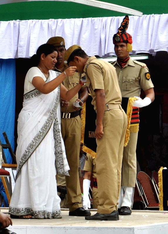 A policewoman poses as West Bengal Chief Minister Mamata Banerjee during dress rehearsals of Independence Day programme at Red Road in Kolkata on Aug 13, 2014. - Mamata Banerjee