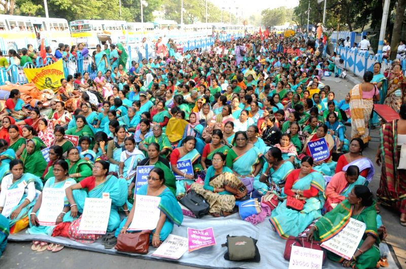 A section of ICDS project members stage a demonstration against the proposed privatisation of the project at Rani Rashmoni road in Kolkata on Nov 22, 2017.