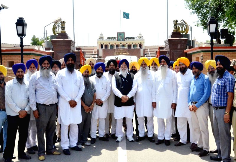 A SGPC delegation led by its president Avtar Singh Makkar leaves for Pakistan to meet members of Pakistan Sikh Gurdwara Parbandhak Commtitee, Wagha border on May 18, 2014. - Avtar Singh Makkar