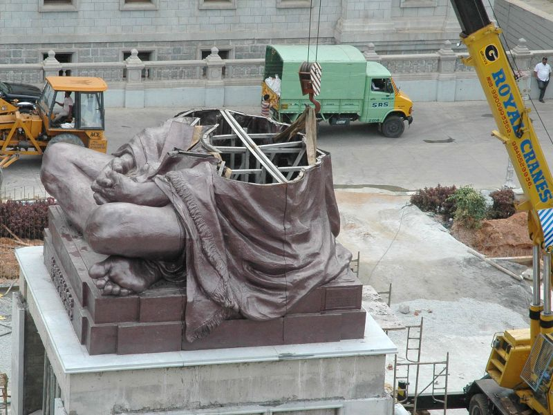 A statue of Mahatma Gandhi being installed on the podium between Vidhana Soudha and Vikasa Soudha in Bangalore on Sept 3, 2014.