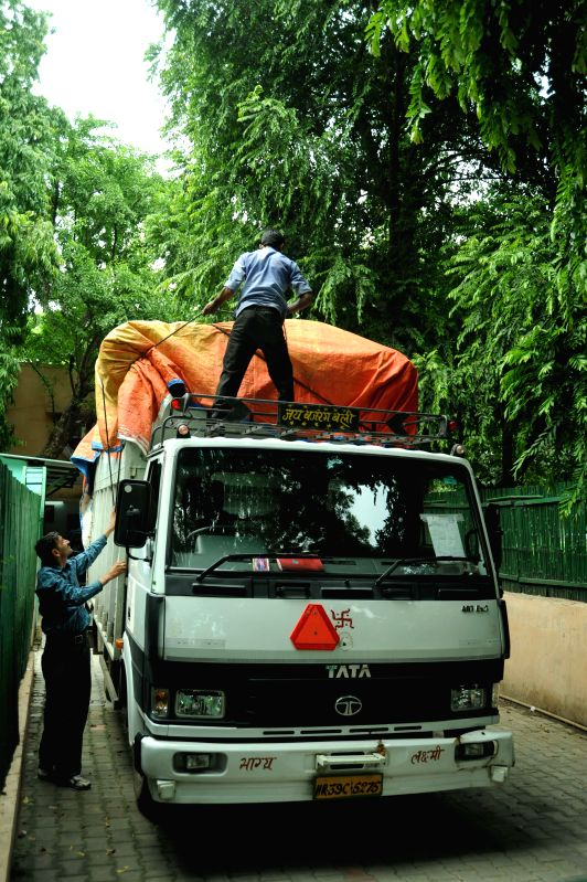 A truck loaded with luggage of AAP leader and former Chief Minister of Delhi Arvind Kejriwal comes out of the government flat allotted to him in Tilak Lane, New Delhi as he shifts back to Kaushambi ..