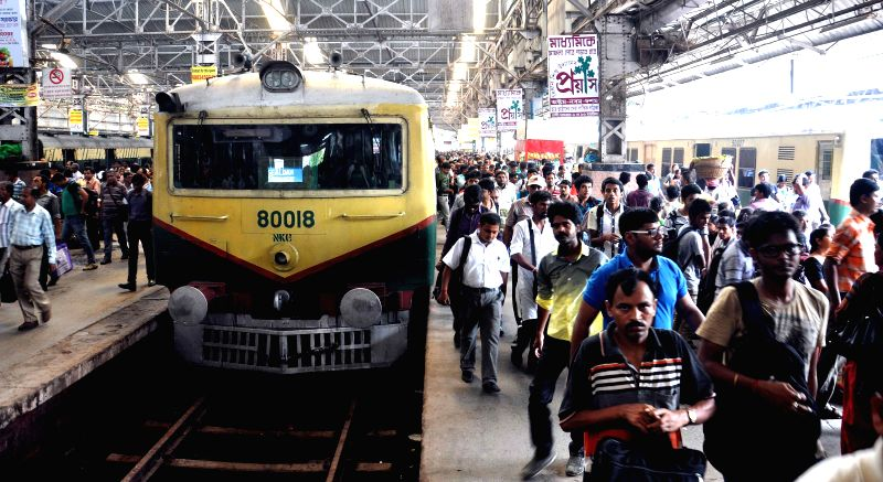 A view of a congested railway platform as Union Railway Minister D.V. Sadananda Gowda presents rail budget 2014-15 in the Parliament, in Kolkata on July 8, 2014. - D.