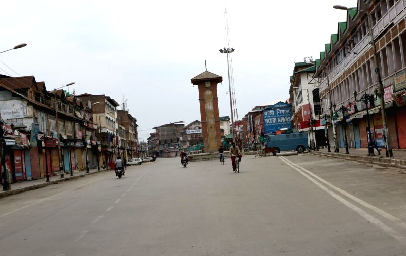 A view of deserted roads of Srinagar as authorities clamp curfew and restrictions amid protest shutdown called by separatists in Srinagar on Aug 2, 2016.