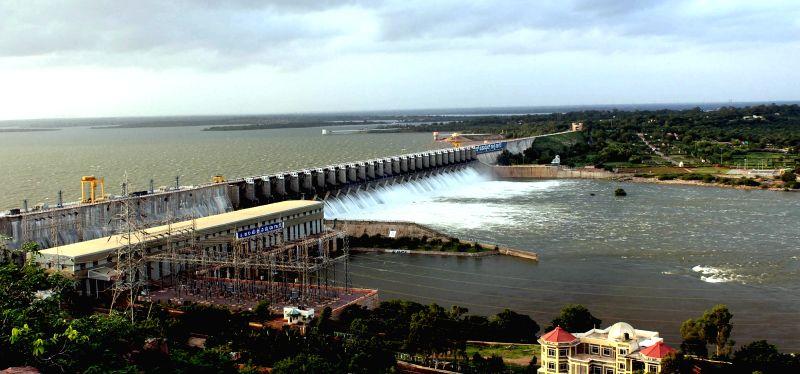 A view of Lalbahadur Shastry water reservoir overflowing to Krishna River at Bijapur, Karnataka, on July, 19, 2018.  (photo: IANS)