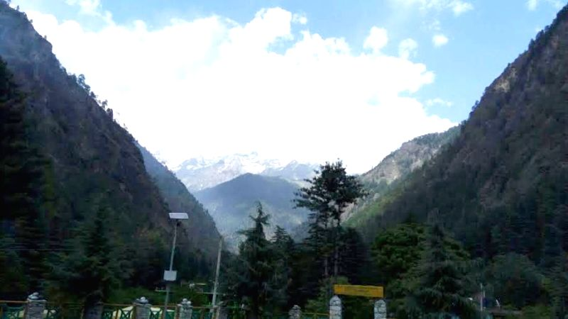 A view of snow clad mountain from Kasol.