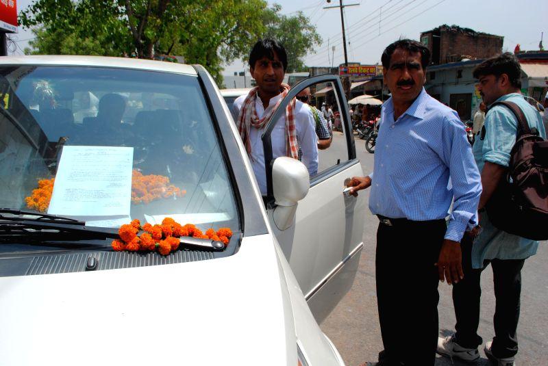 Aam Aadmi Party (AAP) candidate Kumar Vishwas at Gauriganj police station in Amethi on April 18, 2014 to file an FIR against Congress Vice President Rahul Gandhi, his sister Priyanka Vadra and ... - Rahul Gandhi
