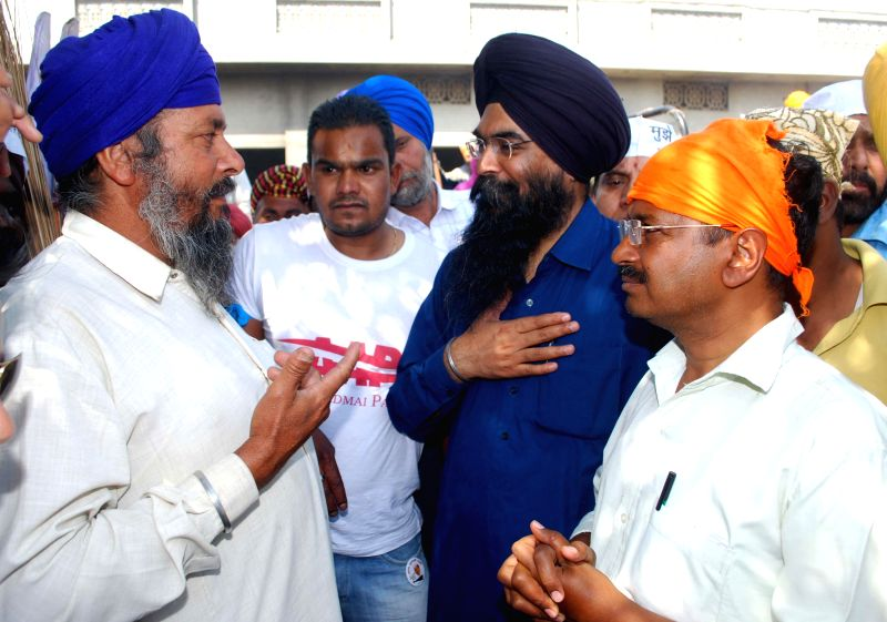 Aam Aadmi Party (AAP) leader Arvind Kejriwal interacts with people in Amritsar on April 11, 2014.