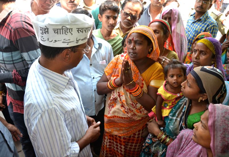 Aam Aadmi Party (AAP) leader Arvind Kejriwal interacts with people in the slums of Varanasi on April 15, 2014.