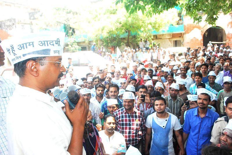 Aam Aadmi Party (AAP) leader Arvind Kejriwal addresses a 'nukkar sabha' (street corner meetings) in Varanasi on April 25, 2014.