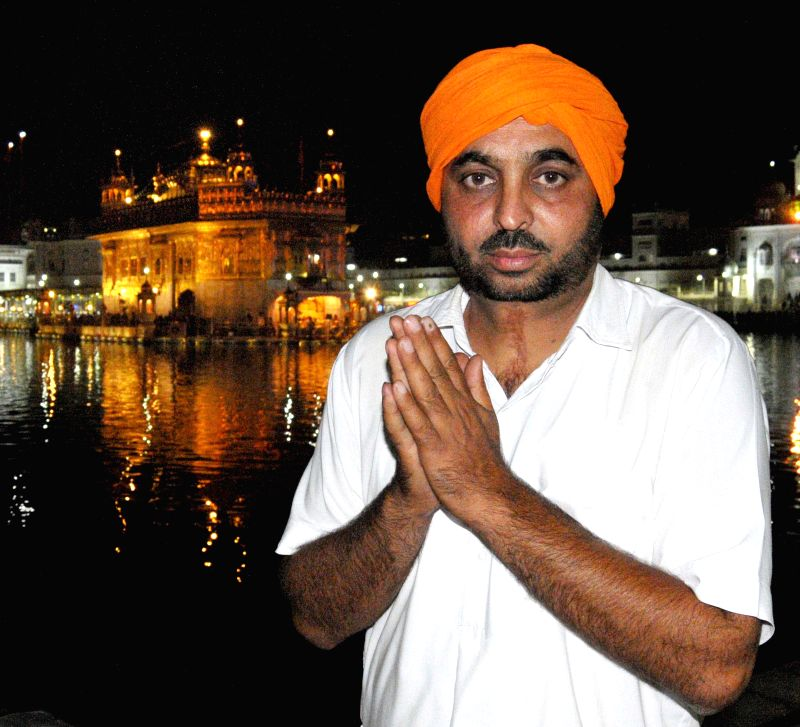 Aam Aadmi Party (AAP) leader Bhagwant Maan pays obeisance at the Golden Temple after winning Sangrur Lok Sabha seat in Amritsar on May 17, 2014.