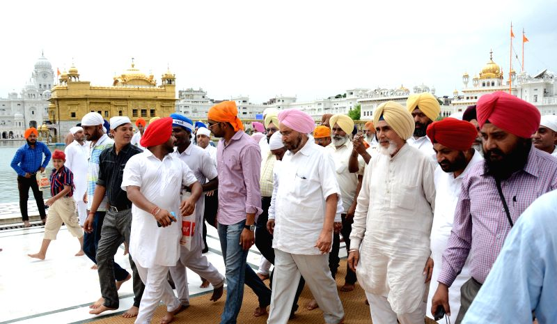 Aam Aadmi Party (AAP) leader Sardar Sucha Singh Chhotepur pays obeisance at the Golden Temple in Amritsar on Sept 3, 2014.