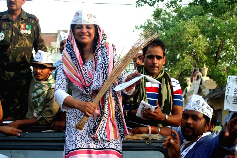 Aam Aadmi Party (AAP) leader Shazia Ilmi during a roadshow in Varanasi on May 9, 2014.