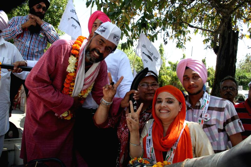 Aam Aadmi Party (AAP) leader Yogendra Yadav campaigns for AAP candidate for 2014 Lok Sabha Election from Amritsar, Dr Daljit Singh in Amritsar on April 27, 2014.