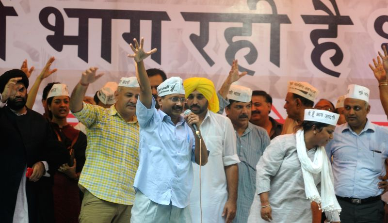 Aam Aadmi Party (AAP) leaders Arvind Kejriwal, Manish Sisodia, Bhagwant Maan,Sanjay Singh, Somnath Bharti, Rakhi Birla and other party leaders during a rally at Jantar Mantar in New Delhi on Aug 3, .. - Arvind Kejriwal and Sanjay Singh