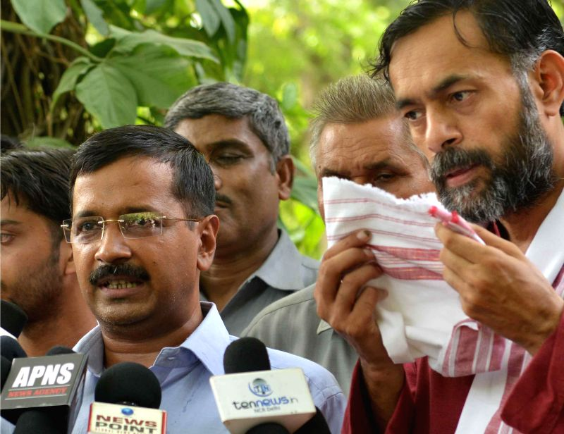 Aam Aadmi Party (AAP) leaders Arvind Kejriwal and Yogendra Yadav talk to the media regarding pros and cons of General Budget 2014-15 in New Delhi on July 10, 2014. - Arvind Kejriwal and Yogendra Yadav