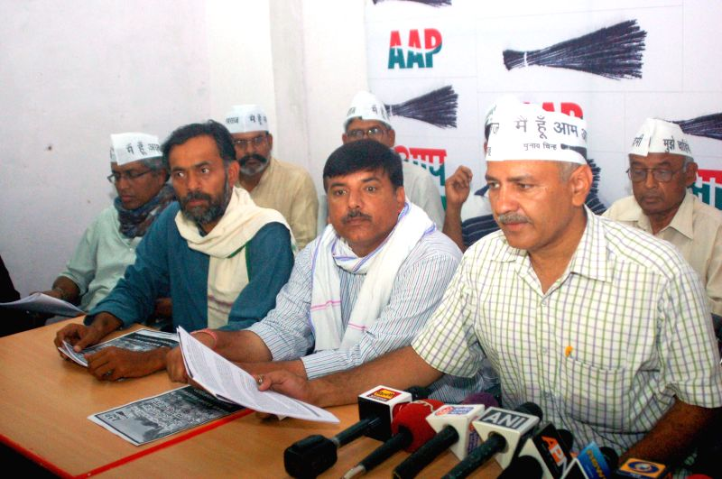 Aam Aadmi Party (AAP) leaders Manish Sisodia, Sanjay Singh, Yogendra Yadav, Ashutosh and others during a press conference in Varanasi on May 1, 2014. - Sanjay Singh and Yogendra Yadav