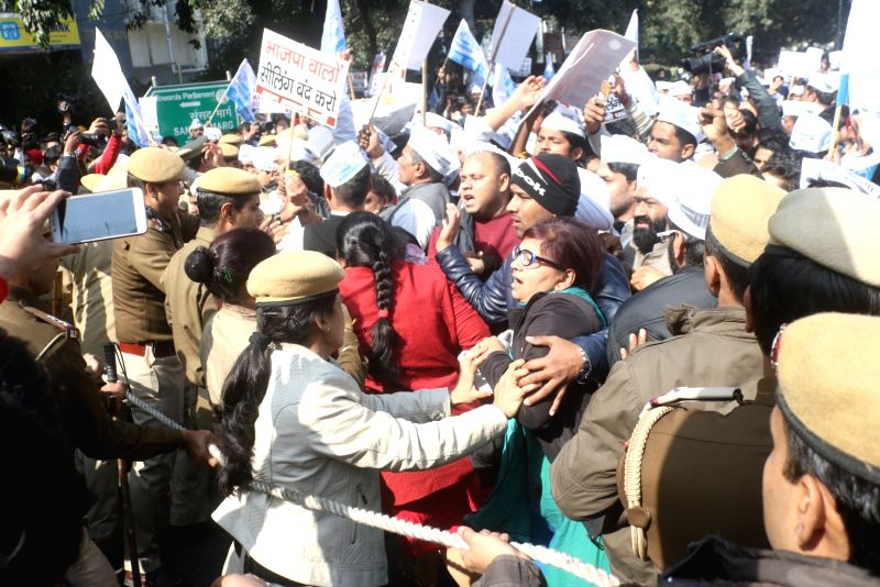 Aam Aadmi Party workers protest against the sealing drive in Delhi and BJP government in New Delhi on Jan. 29, 2018.