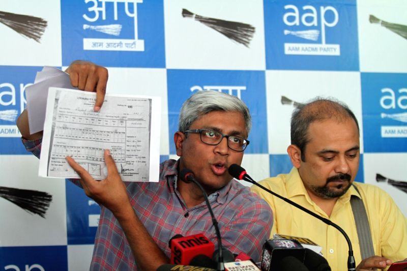 AAP leaders Ashutosh and Ashish Khaitan during a press conference in New Delhi, on May 11, 2016.