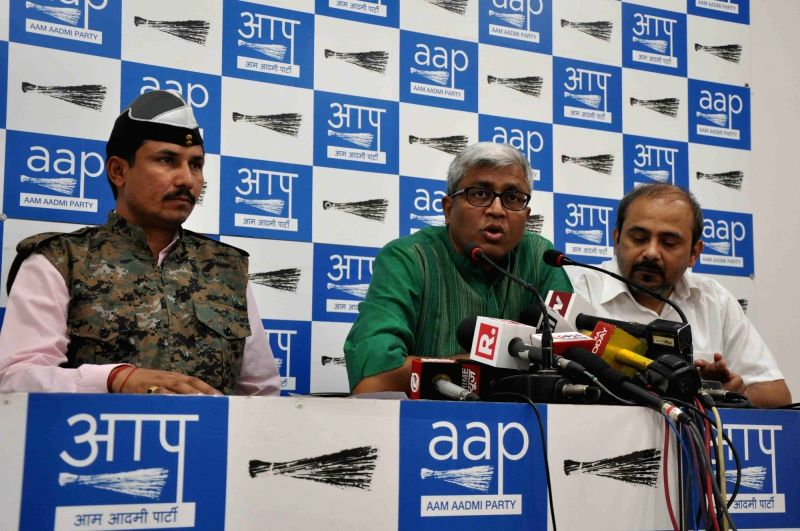 """AAP leaders """"Commando"""" Surender Singh, Ashutosh and Dilip Pandey address a press conference in New Delhi on May 2, 2017. - Surender Singh and Dilip Pandey"""